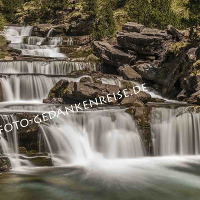 Gradas de Soazo Wasserfall Langzeitbelichtung