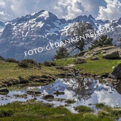 Spiegelung in der Bergwelt der Pyranäen