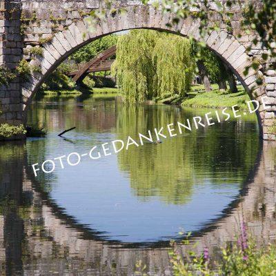 Spiegelung romanische Brücke