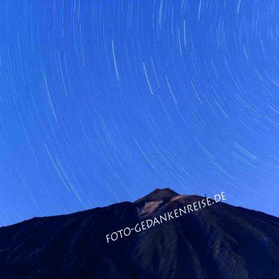 Teide mit Sternenspuren Nachtaufnahme